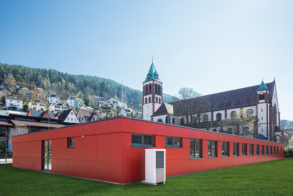 Farbenfroher Anbau der Grundschule Schramberg